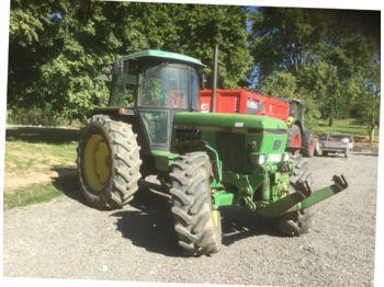 John Deere 3640 - zemědělský traktor