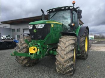John Deere 6215R - zemědělský traktor