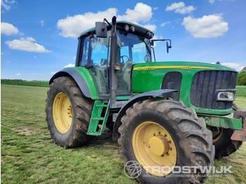 John Deere 6920 - zemědělský traktor
