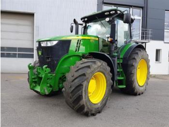 John Deere 7230R - zemědělský traktor