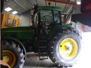 John Deere 7700 - zemědělský traktor