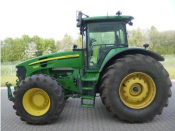 Zemědělský traktor John Deere 7930
