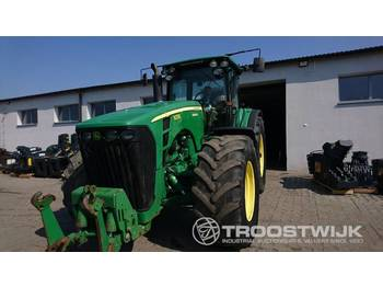 John Deere 8330 - zemědělský traktor